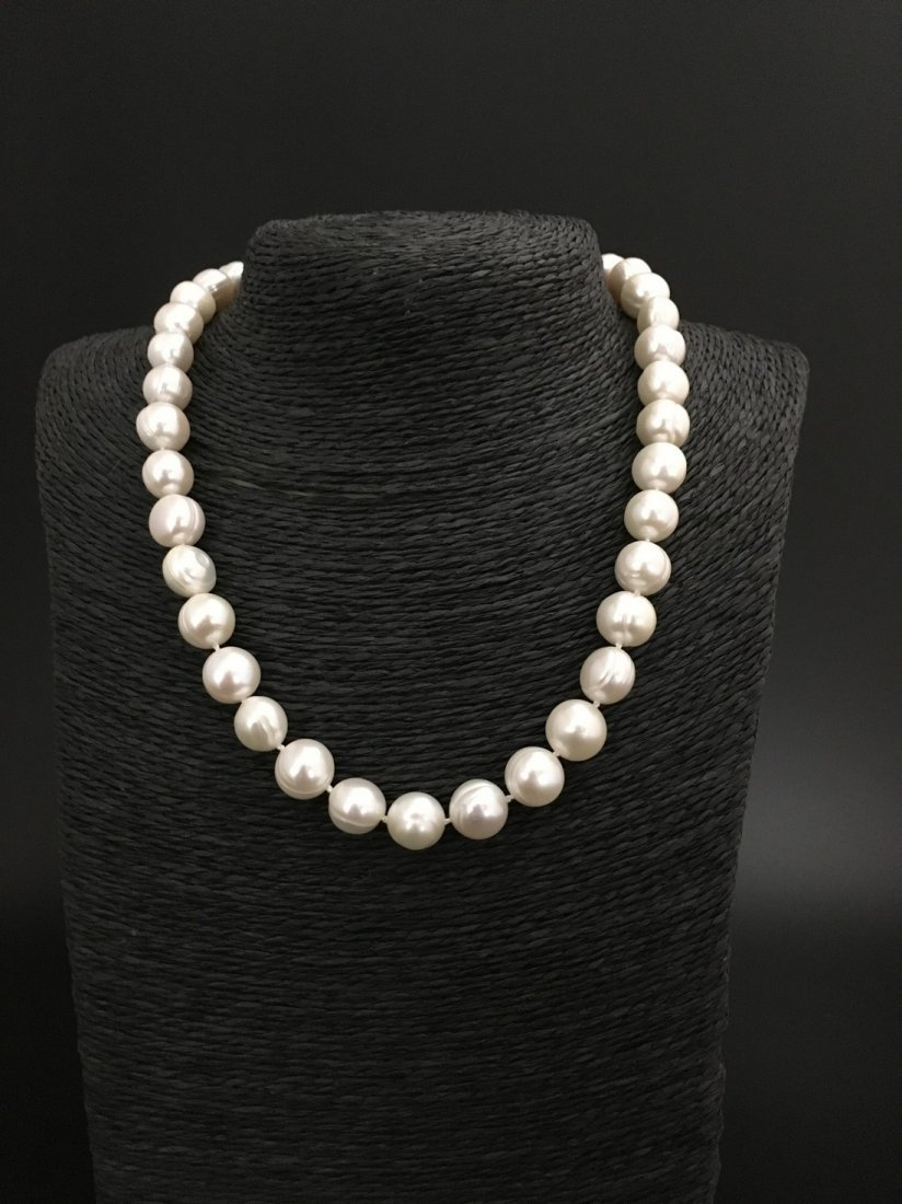 necklace of white cultered freshwaterpearls with 9 ct - 2