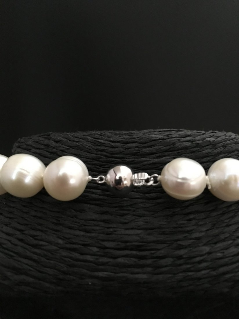 necklace of white cultered freshwaterpearls with 9 ct - 3