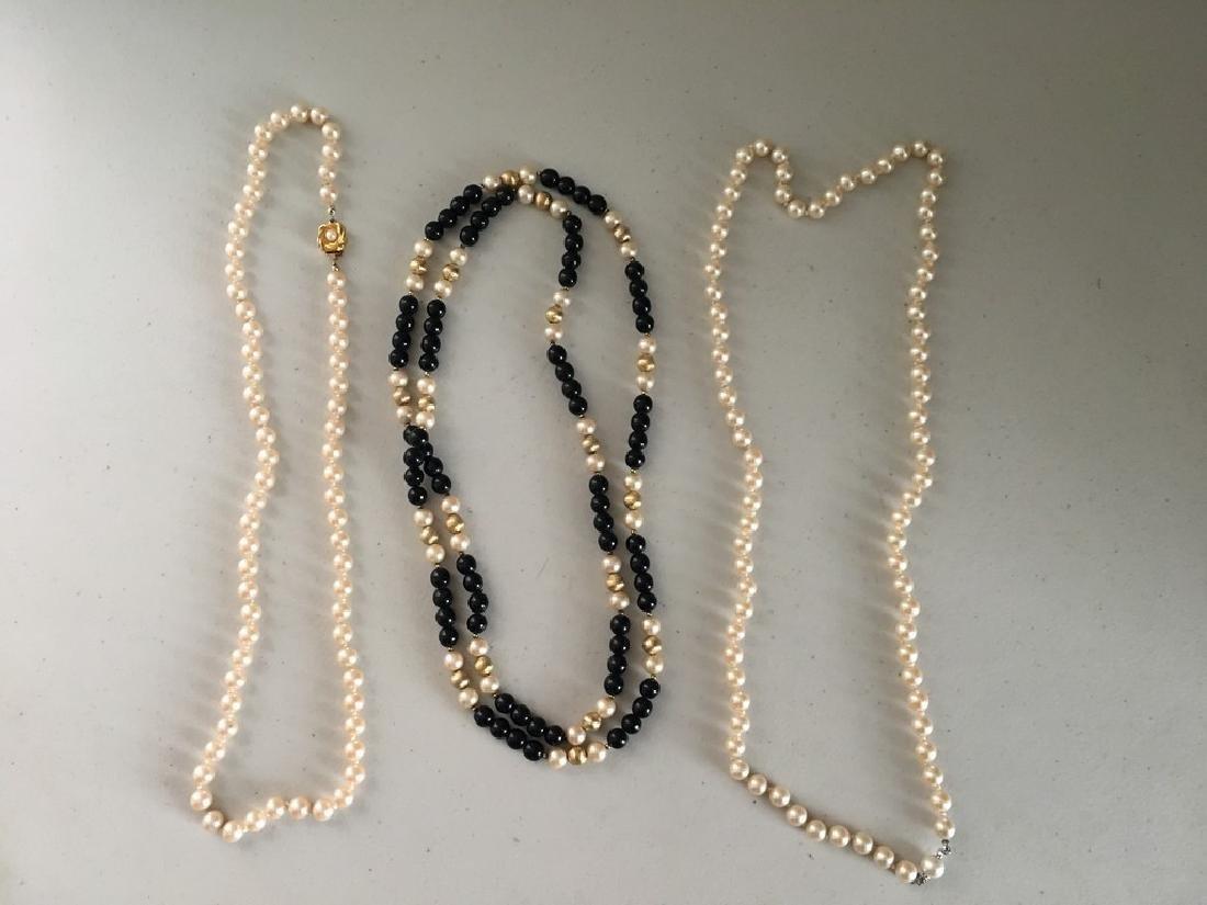 3 pearl necklaces(1)