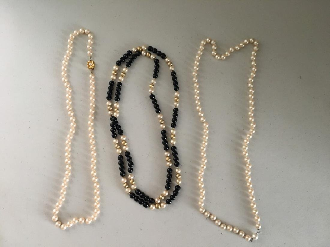 3 pearl necklaces(1)