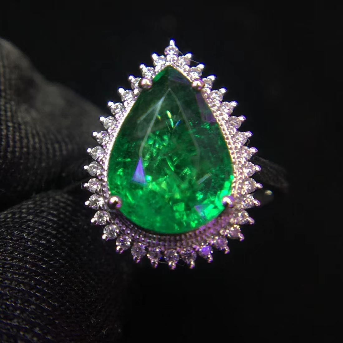 2.97ct Emerald Ring in 18kt White Gold