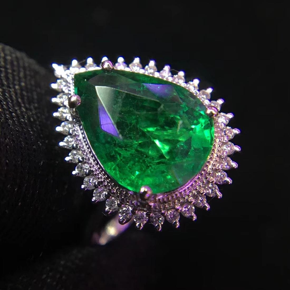 2.97ct Emerald Ring in 18kt White Gold - 2
