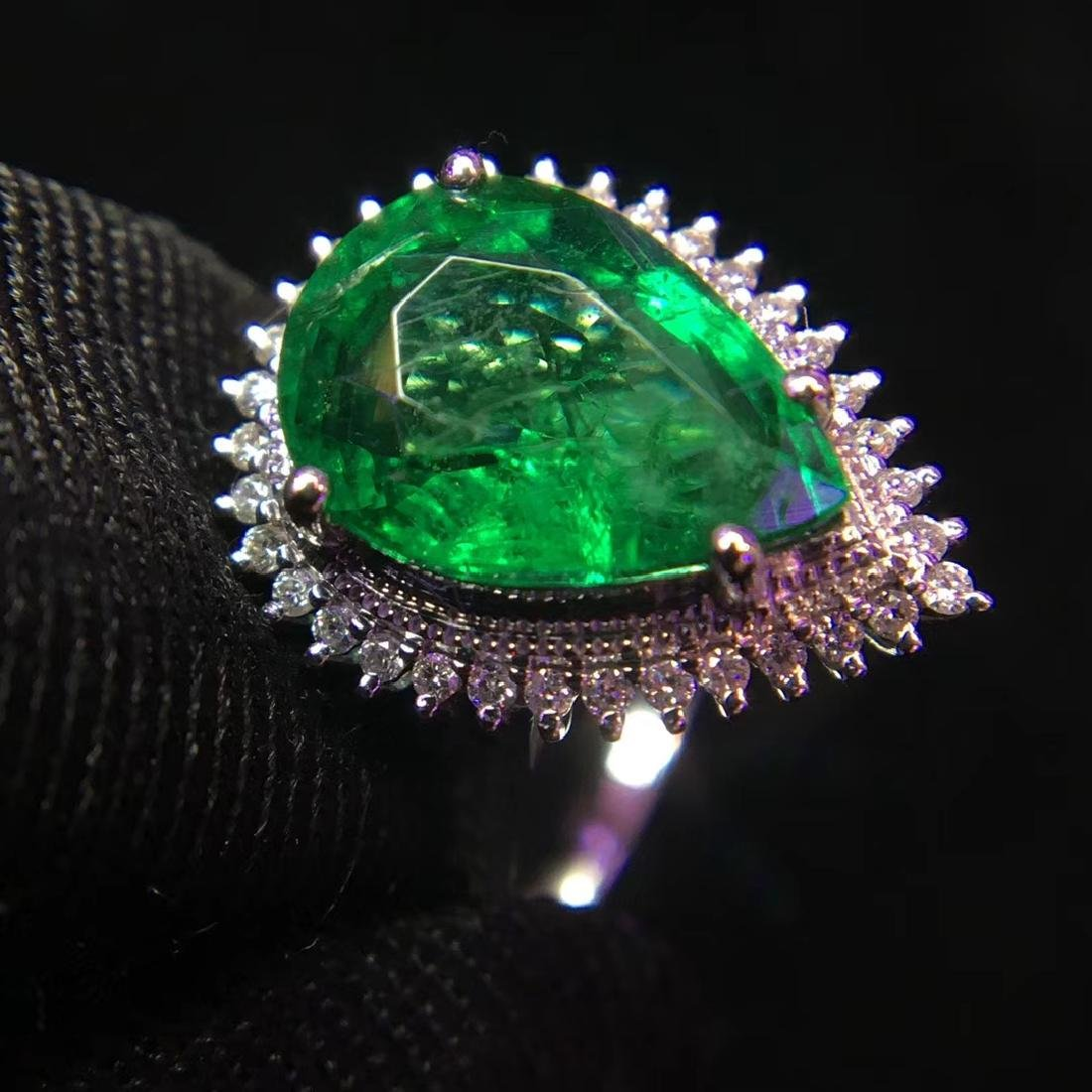 2.97ct Emerald Ring in 18kt White Gold - 3