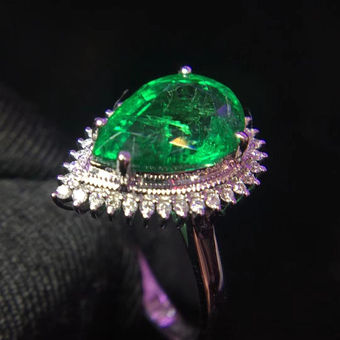 2.97ct Emerald Ring in 18kt White Gold - 5