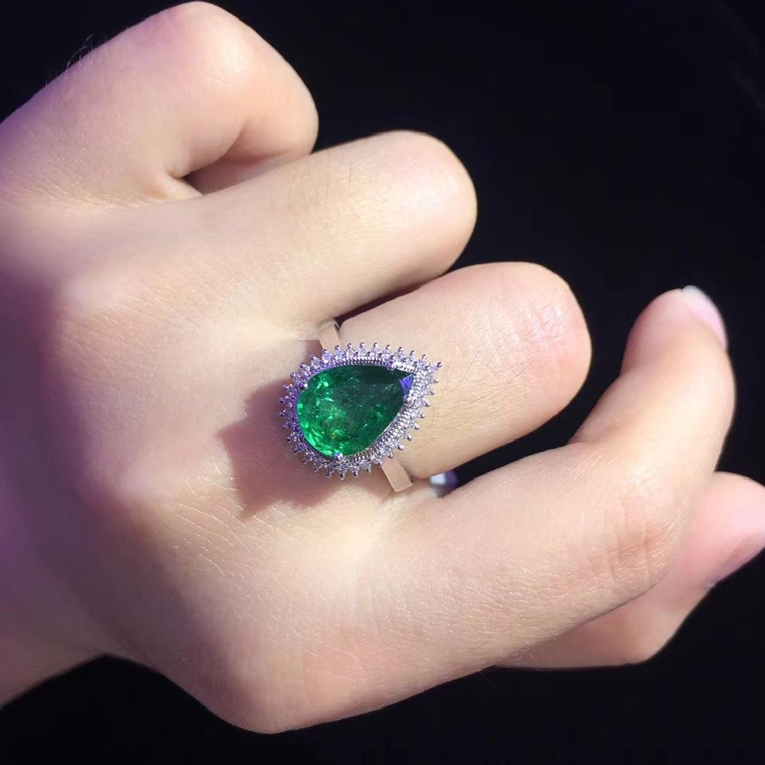 2.97ct Emerald Ring in 18kt White Gold - 6