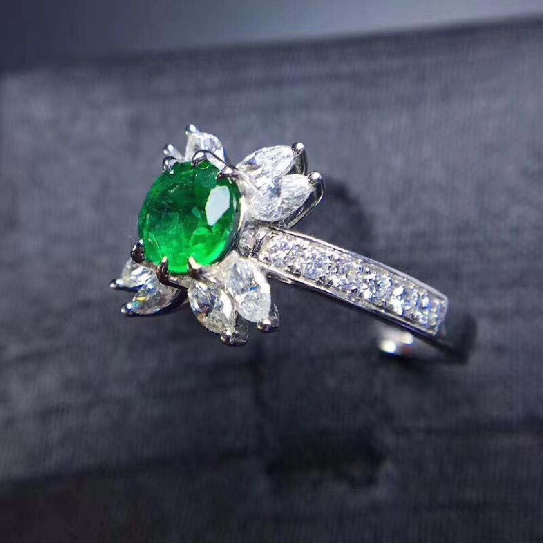 0.8 CTW Emerald & VS Diamond Ring 18K - 3