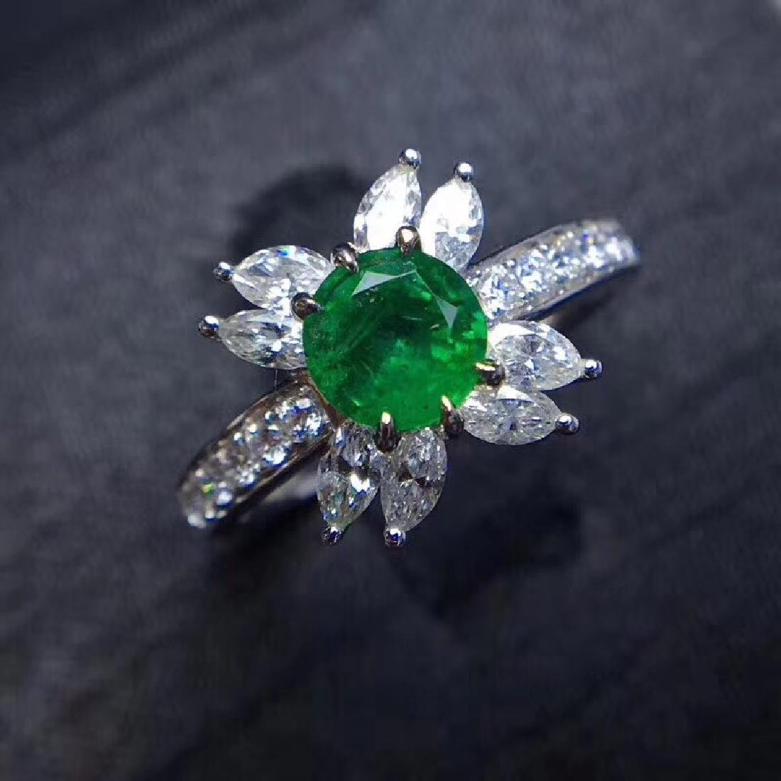 0.8 CTW Emerald & VS Diamond Ring 18K - 4