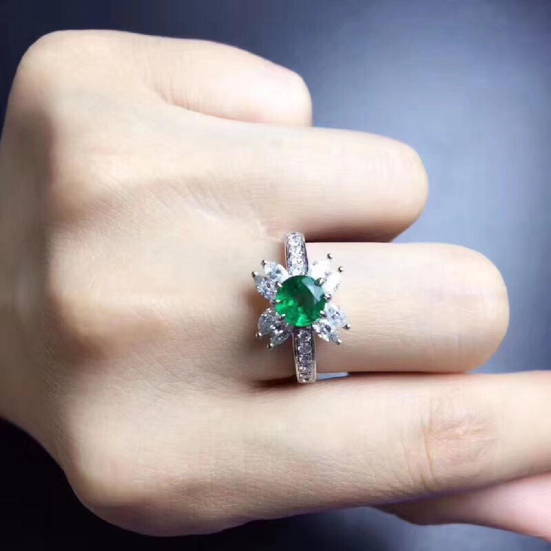 0.8 CTW Emerald & VS Diamond Ring 18K - 6