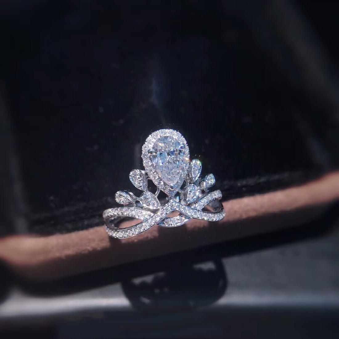 0.58 CTW VS Diamond Ring 18K - 3