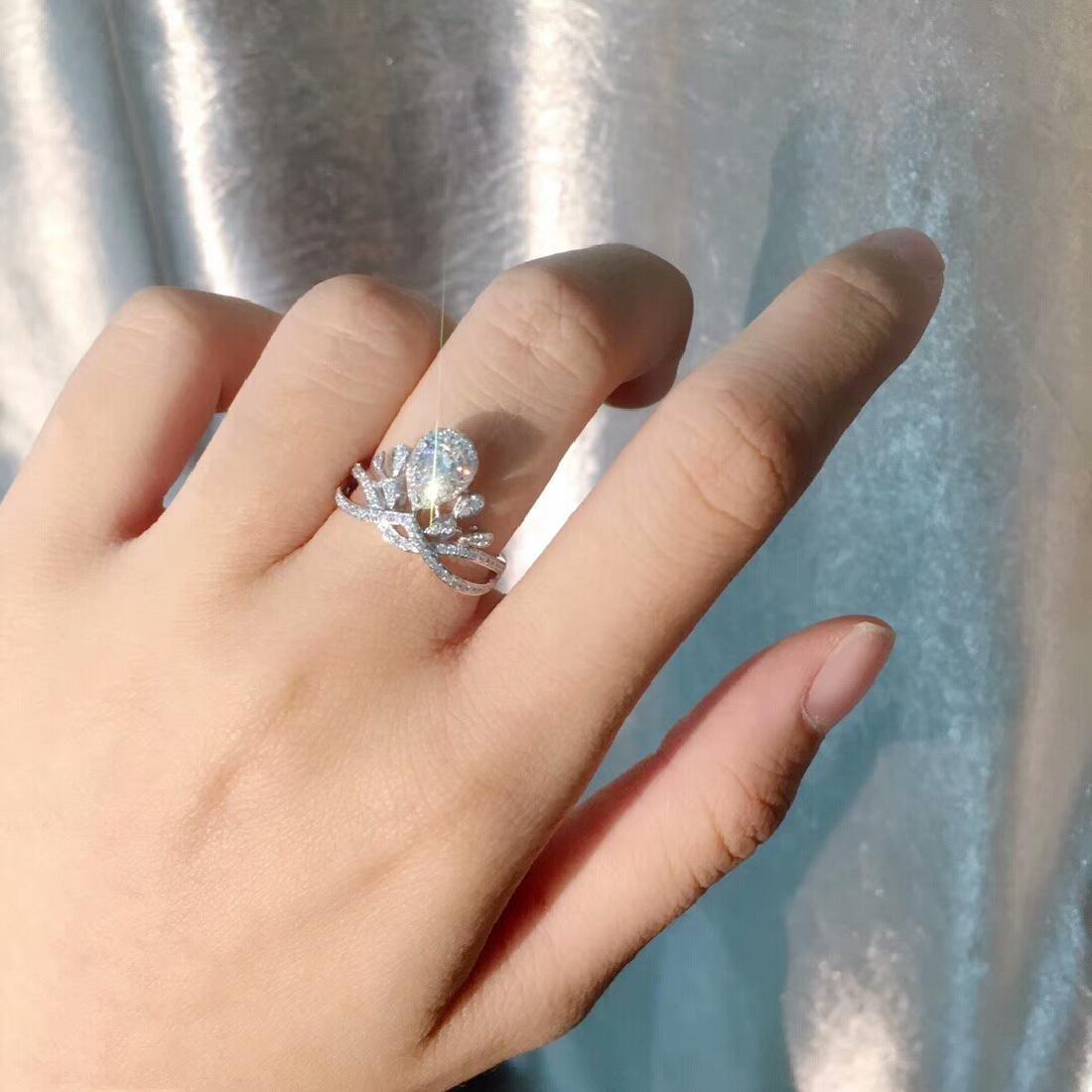0.58 CTW VS Diamond Ring 18K - 5