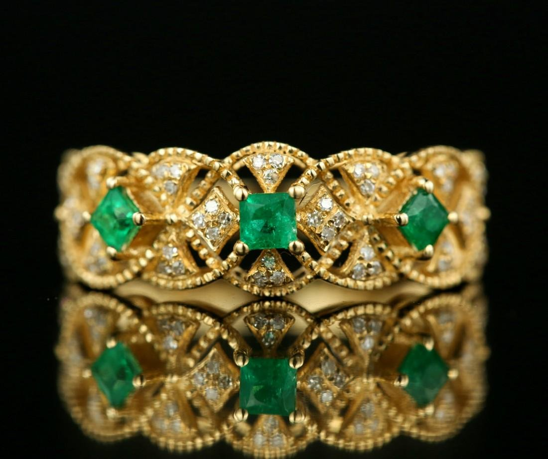 Certified-Exquisite 18KT yellow gold ring with Emerald