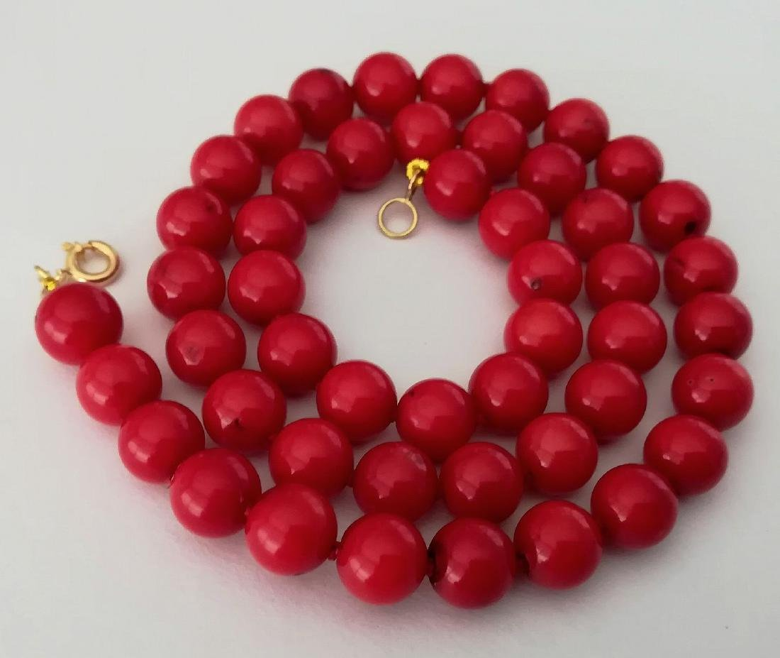 19,2 kt - Red coral necklace 8 mm - gold clasp ring