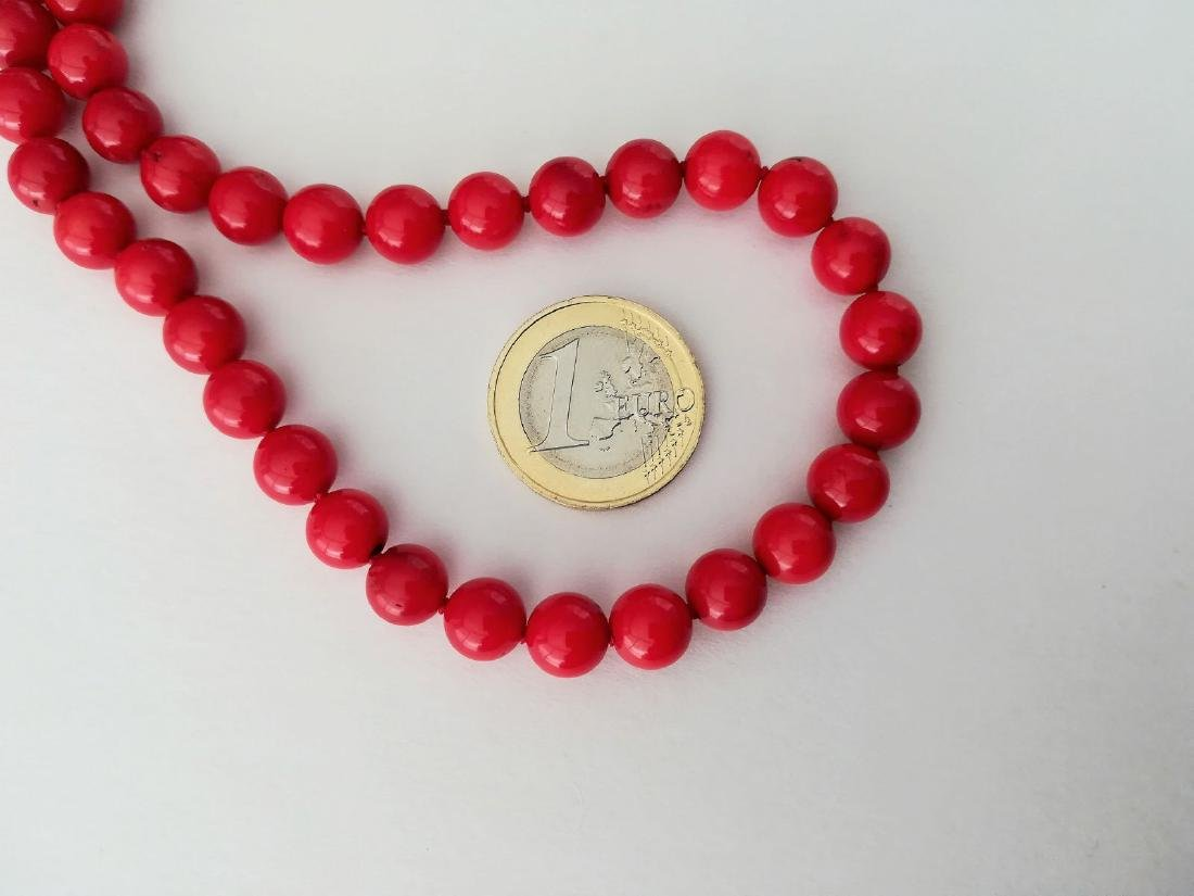 19,2 kt - Red coral necklace 8 mm - gold clasp ring - 2