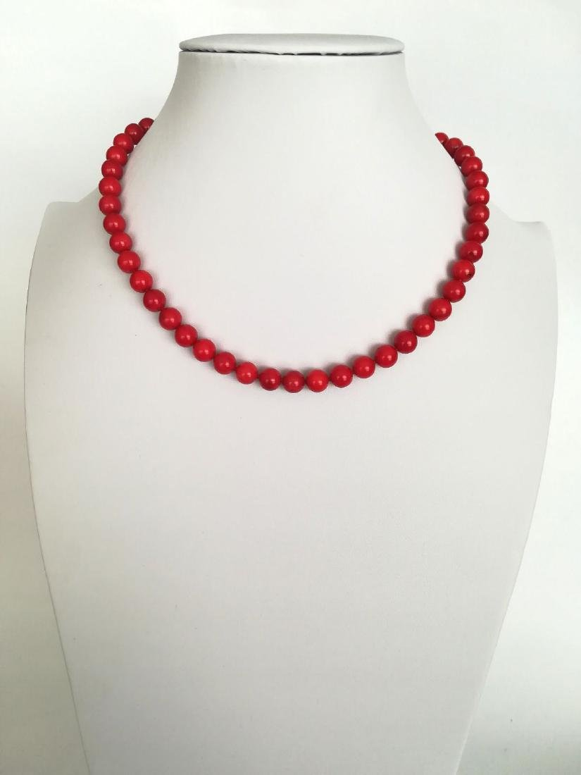 19,2 kt - Red coral necklace 8 mm - gold clasp ring - 4