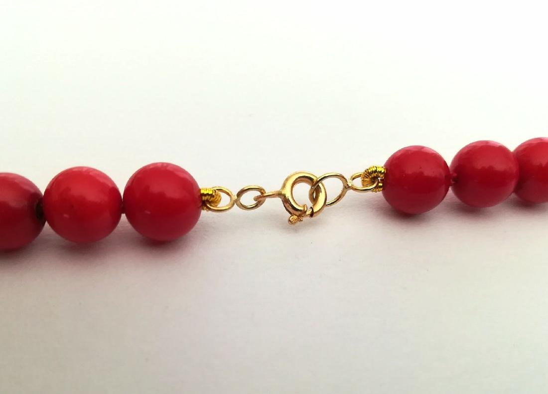 19,2 kt - Red coral necklace 8 mm - gold clasp ring - 8