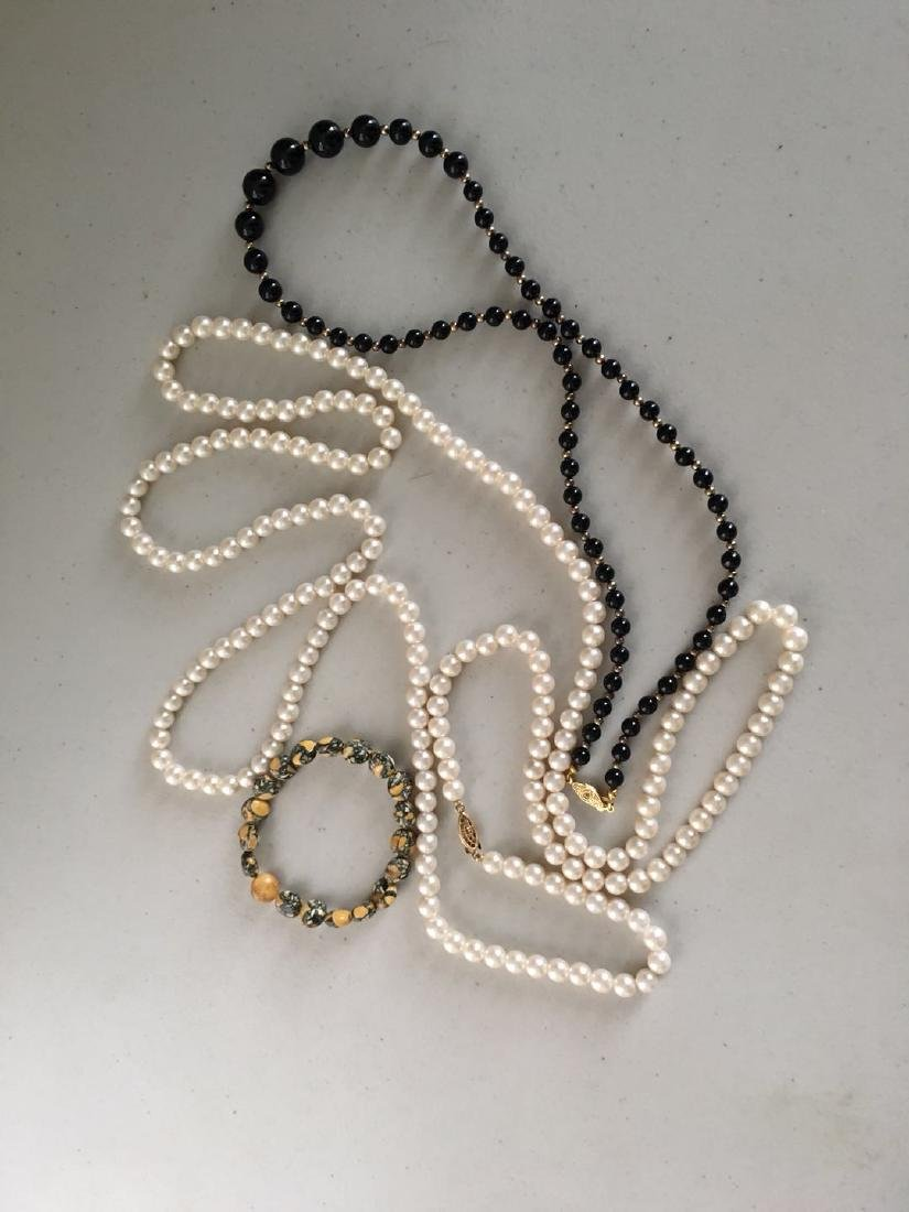 2 pearl necklaces(3) with 1 bracelace