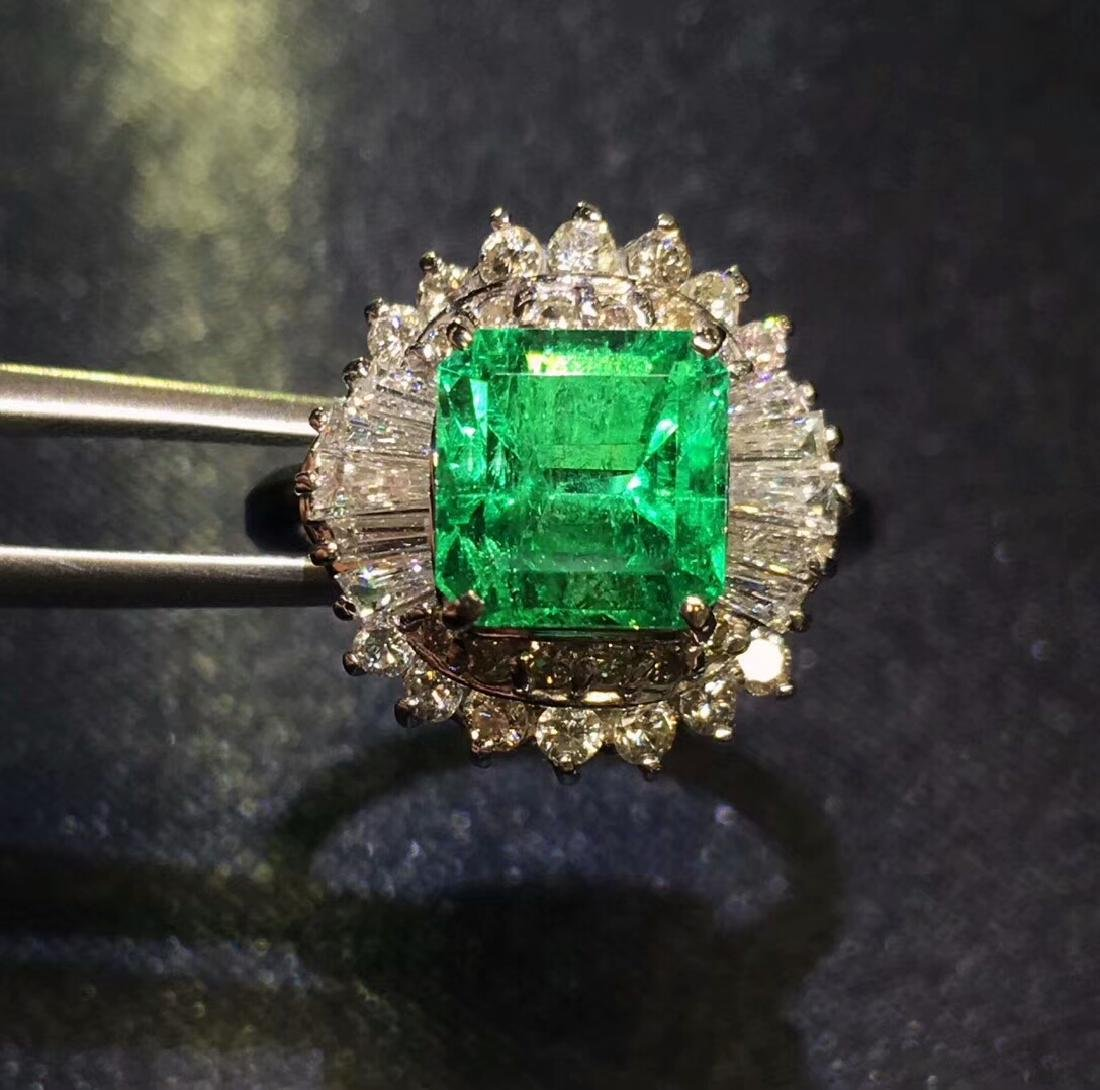 2.01ct Emerald Ring in 18kt White Gold