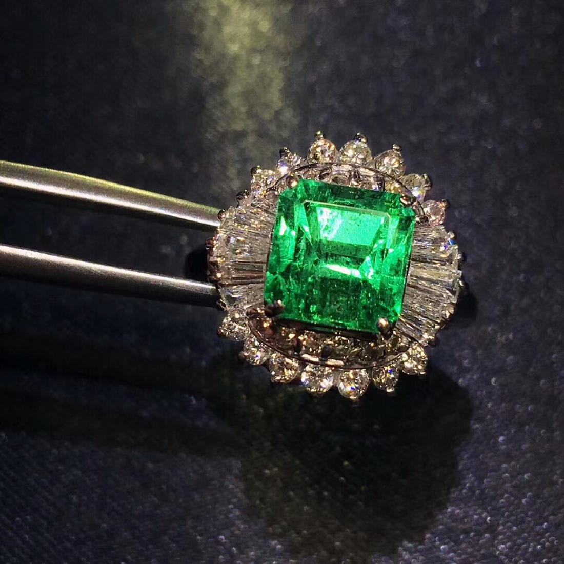 2.01ct Emerald Ring in 18kt White Gold - 2