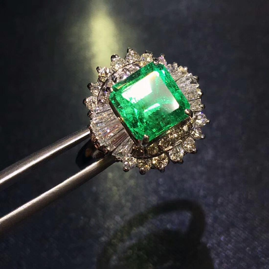 2.01ct Emerald Ring in 18kt White Gold - 3