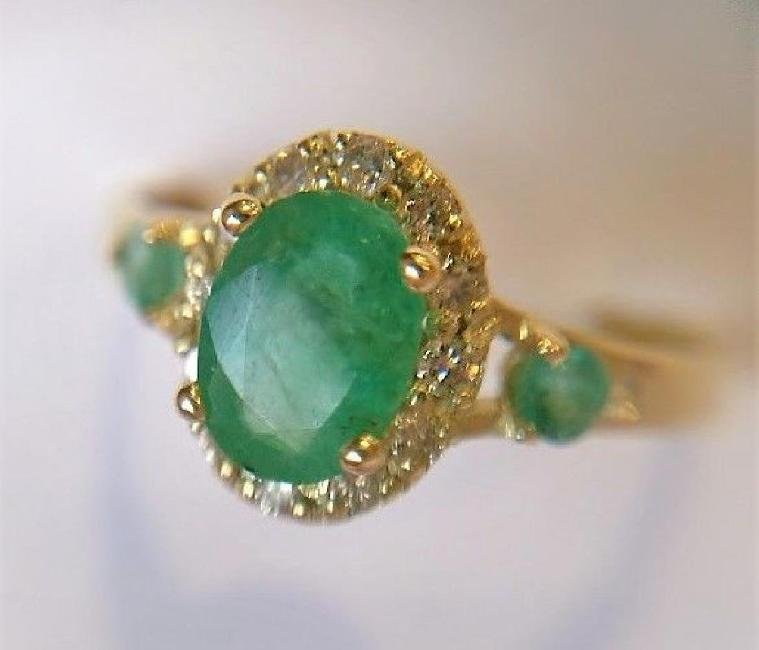 New Emerald Ring with 12 Diamonds 14k Gold Made in