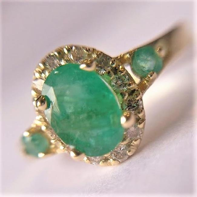 New Emerald Ring with 12 Diamonds 14k Gold Made in - 6