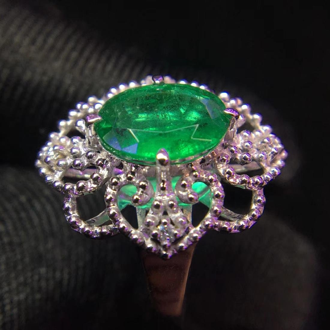 1.48ct Emerald Ring in 18kt White Gold - 4