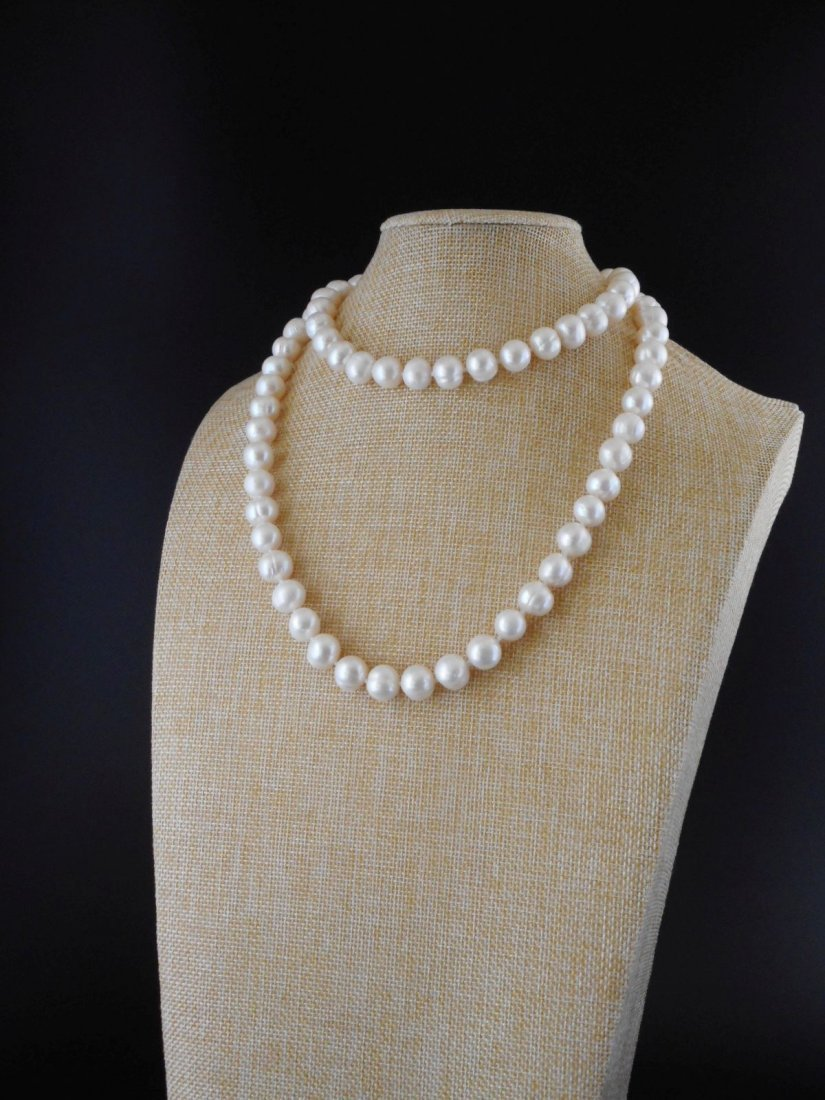 30 inch necklace of white cultured freshwaterpearls