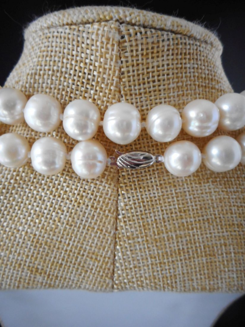 30 inch necklace of white cultured freshwaterpearls - 3
