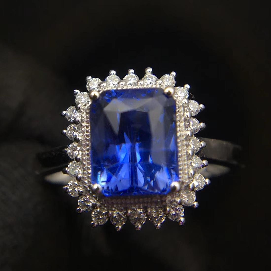 2.52ct Sapphire Ring in 18kt White Gold