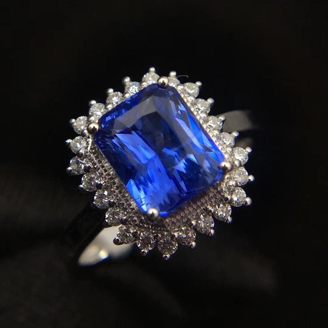 2.52ct Sapphire Ring in 18kt White Gold - 2