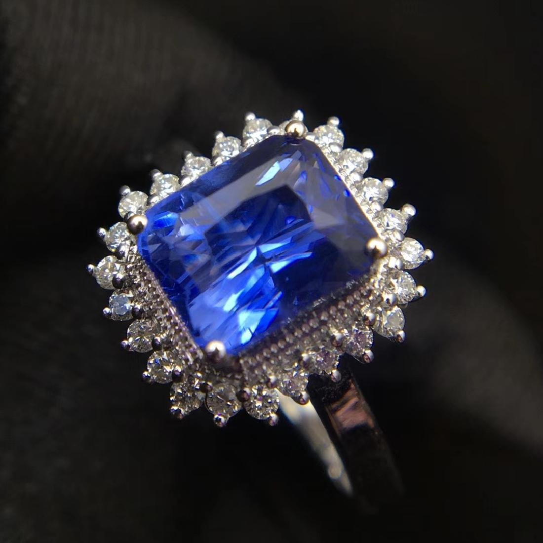 2.52ct Sapphire Ring in 18kt White Gold - 3