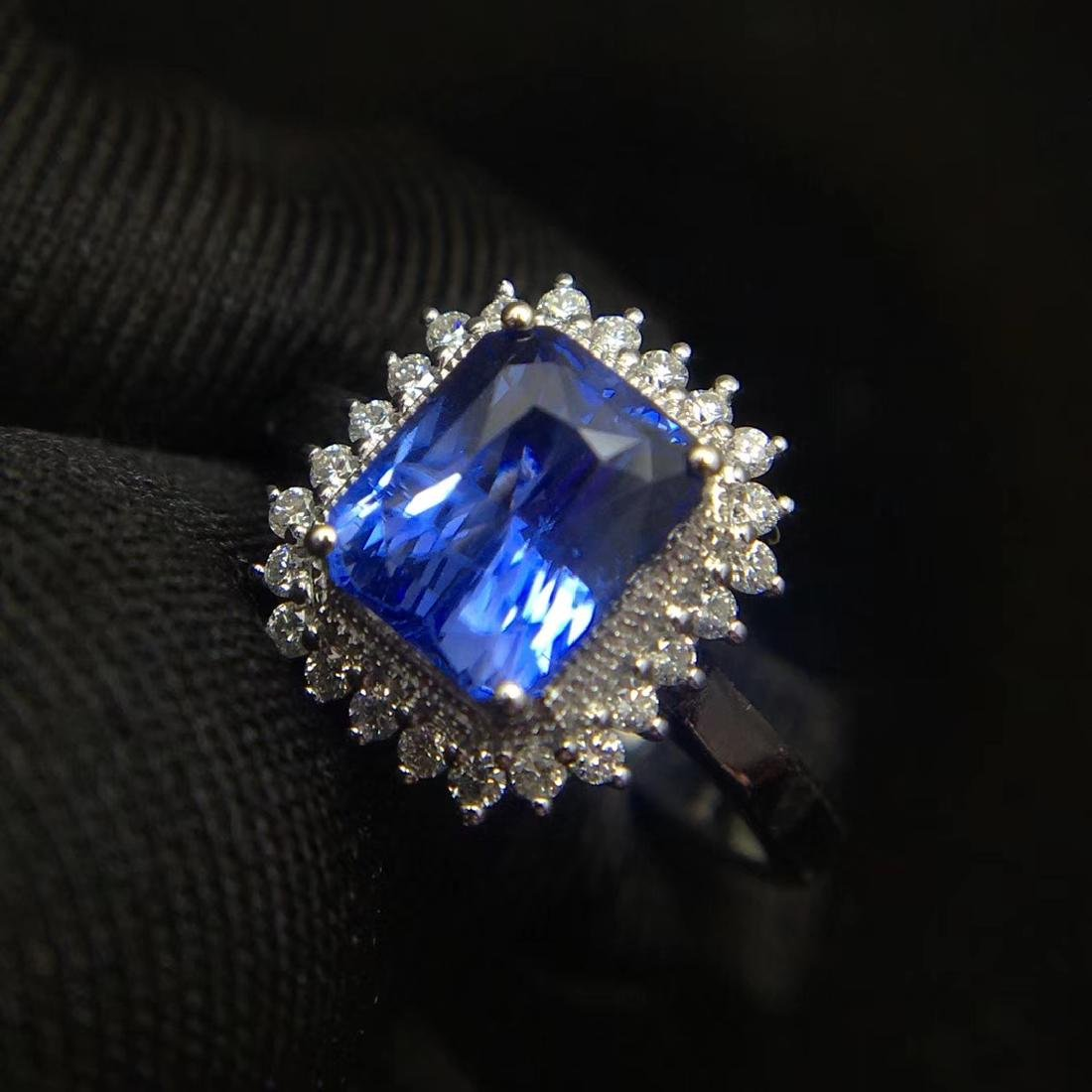 2.52ct Sapphire Ring in 18kt White Gold - 5