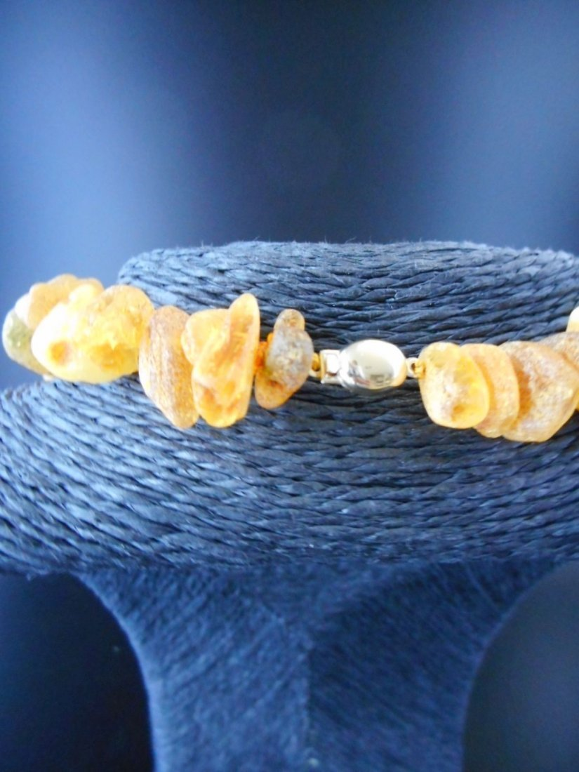 Necklace of baltic amber chunks with 9 ct yg clasp - 3