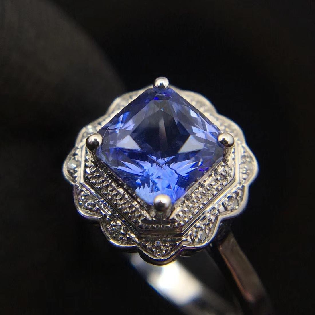 1.24ct Sapphire Ring in 18kt White Gold - 2
