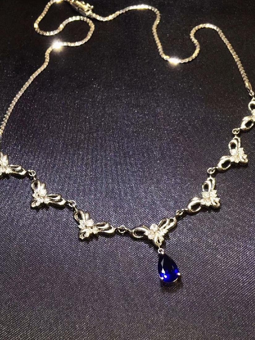 1.68ct Sapphire Necklace in 18kt white Gold