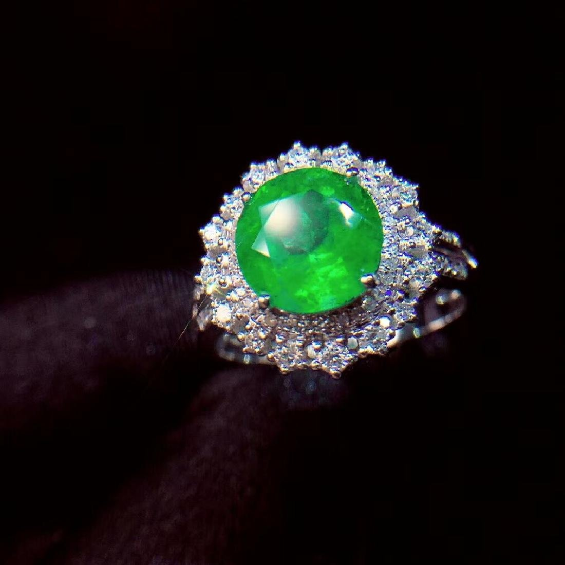 2.27ct Emerald Ring in 18kt white Gold