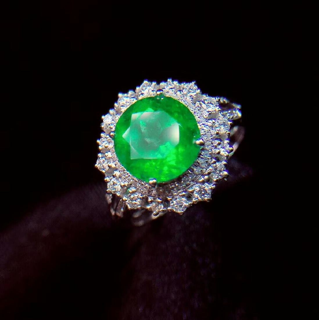 2.27ct Emerald Ring in 18kt white Gold - 2