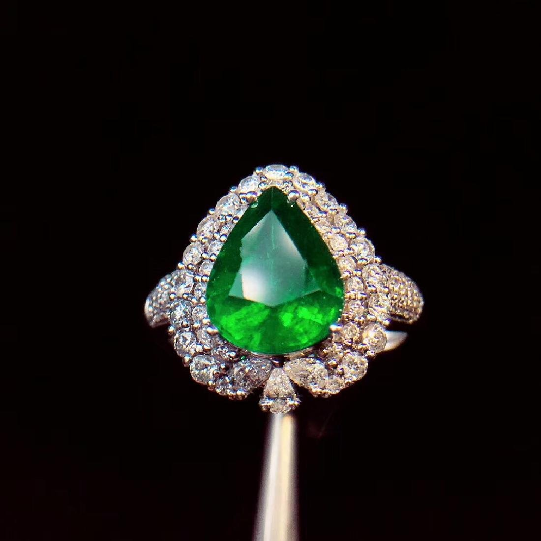 4ct Emerald Ring in 18kt white Gold