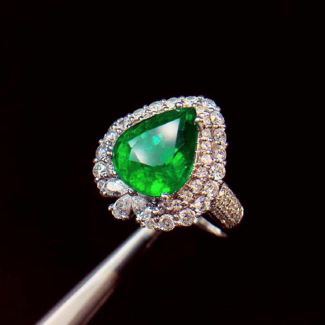 4ct Emerald Ring in 18kt white Gold - 2