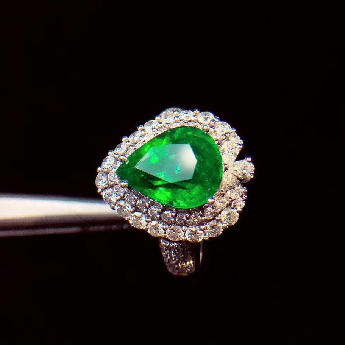 4ct Emerald Ring in 18kt white Gold - 3