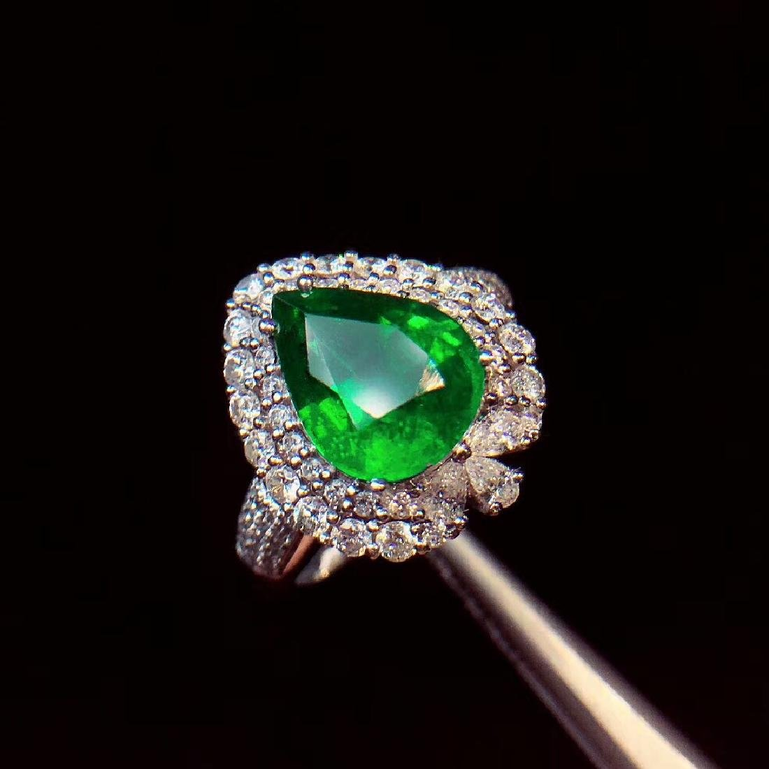 4ct Emerald Ring in 18kt white Gold - 4