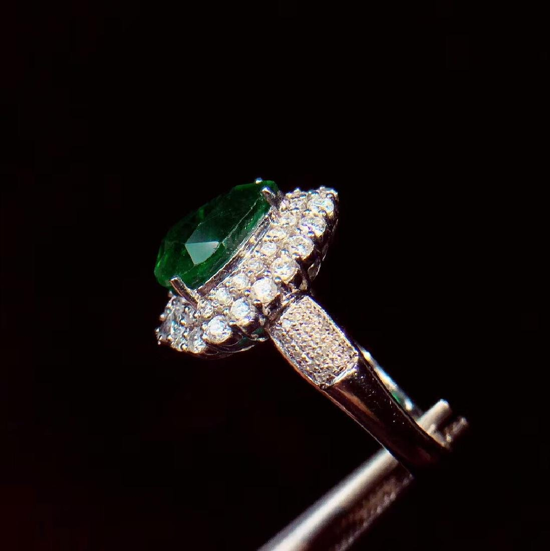 4ct Emerald Ring in 18kt white Gold - 5
