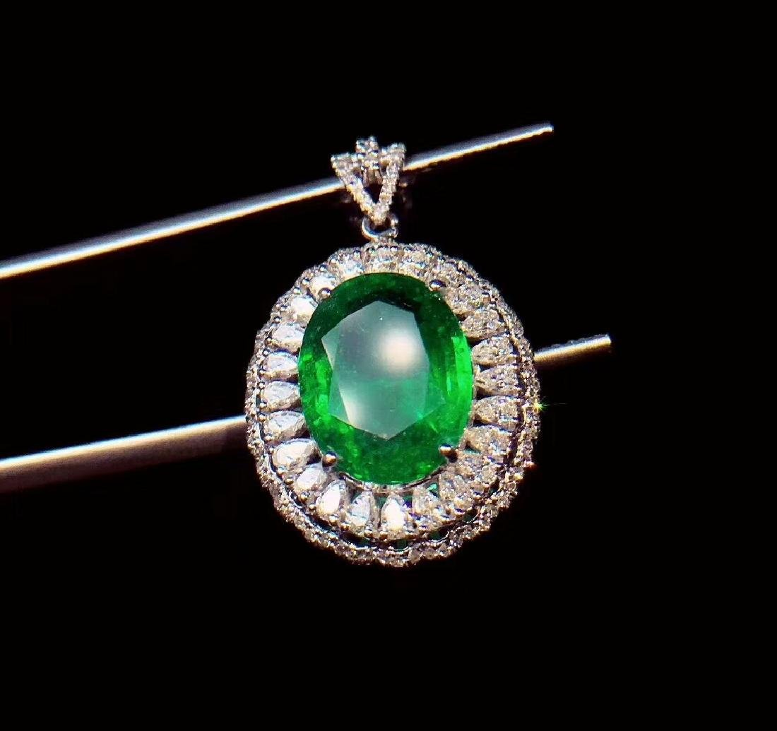 6ct EmeraldPendantin 18kt White Gold