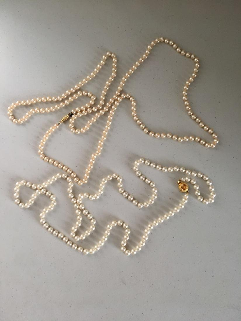 2 pearl necklaces(2)
