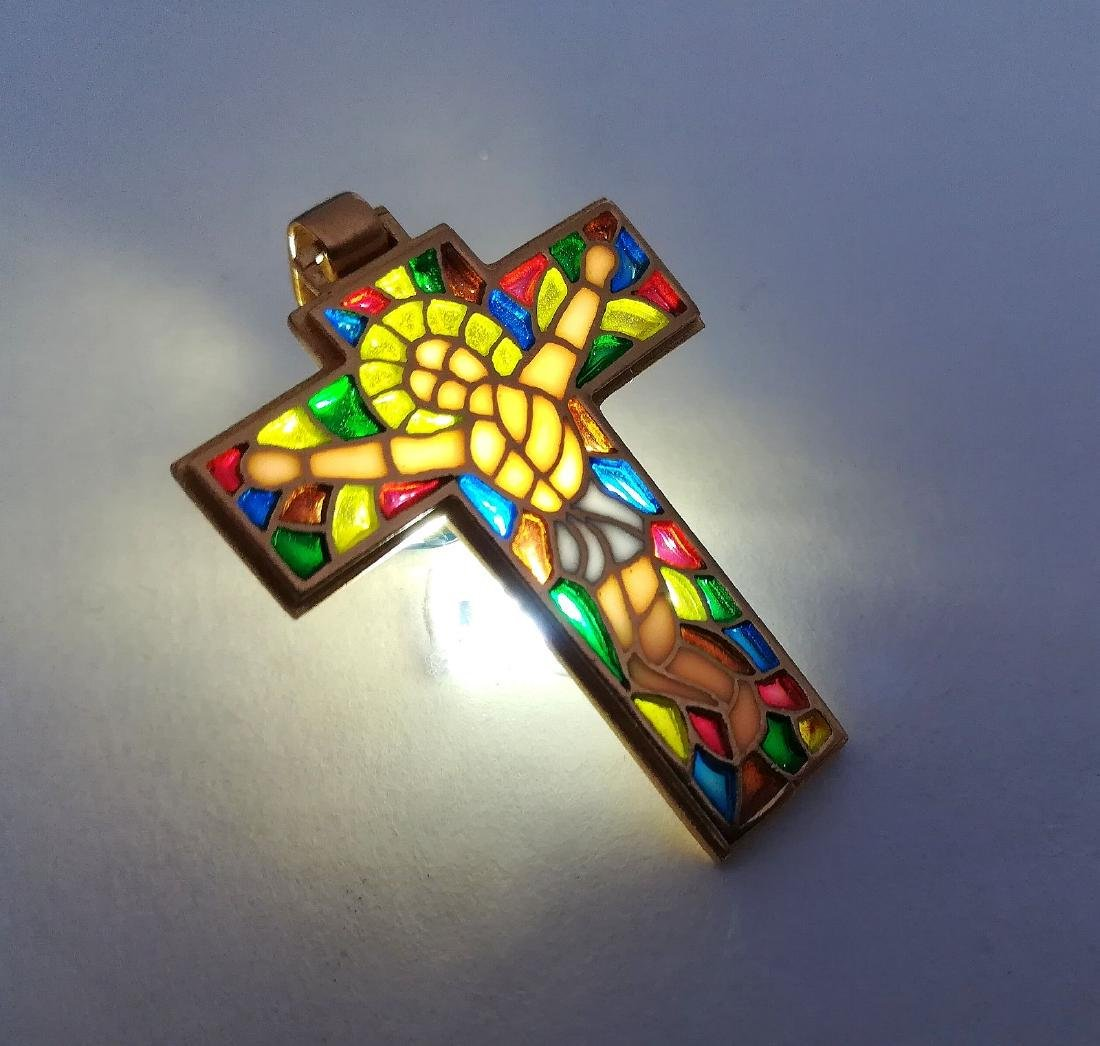 19.2 carats - gold cross with stained glass.