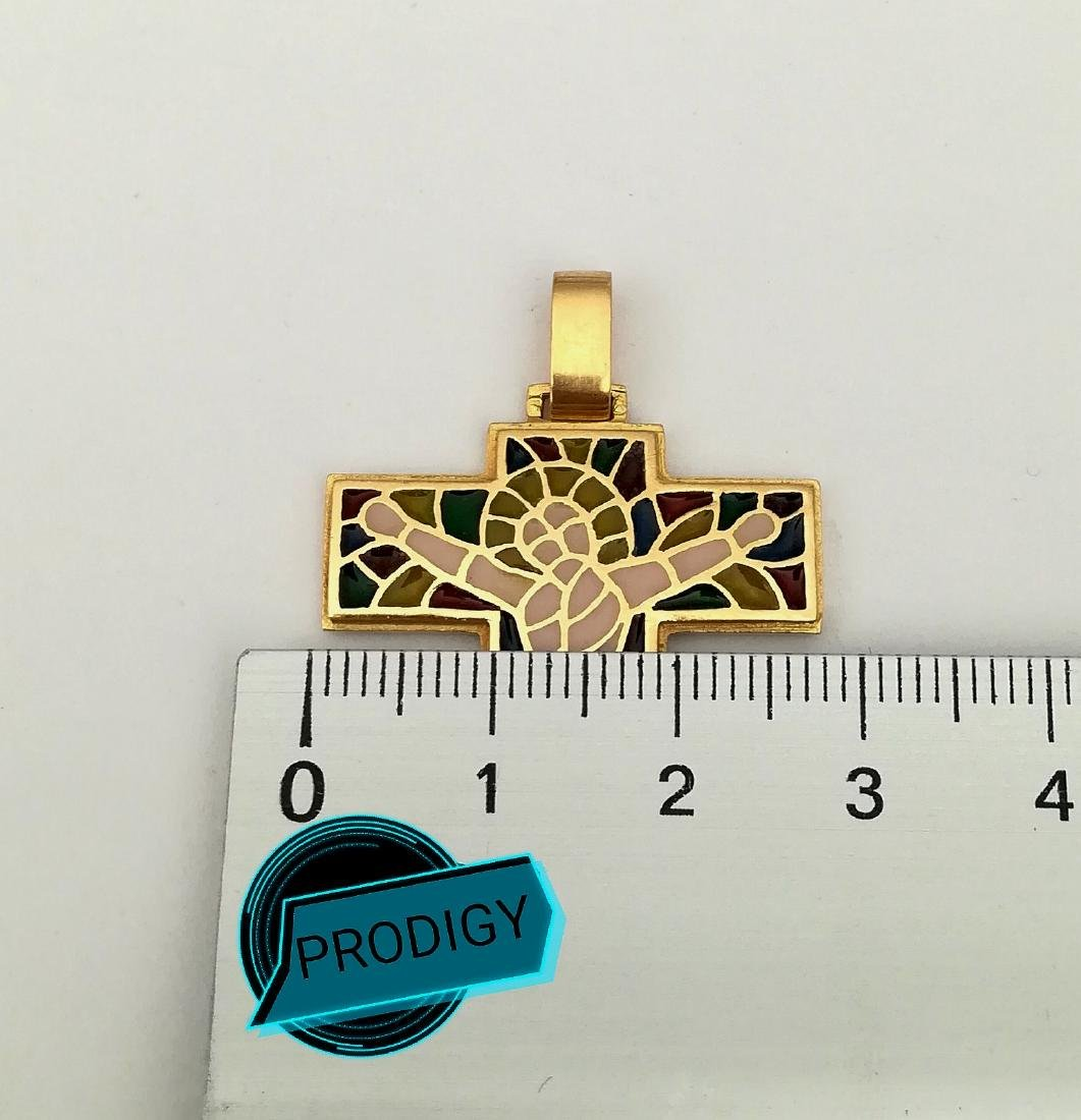 19.2 carats - gold cross with stained glass. - 2