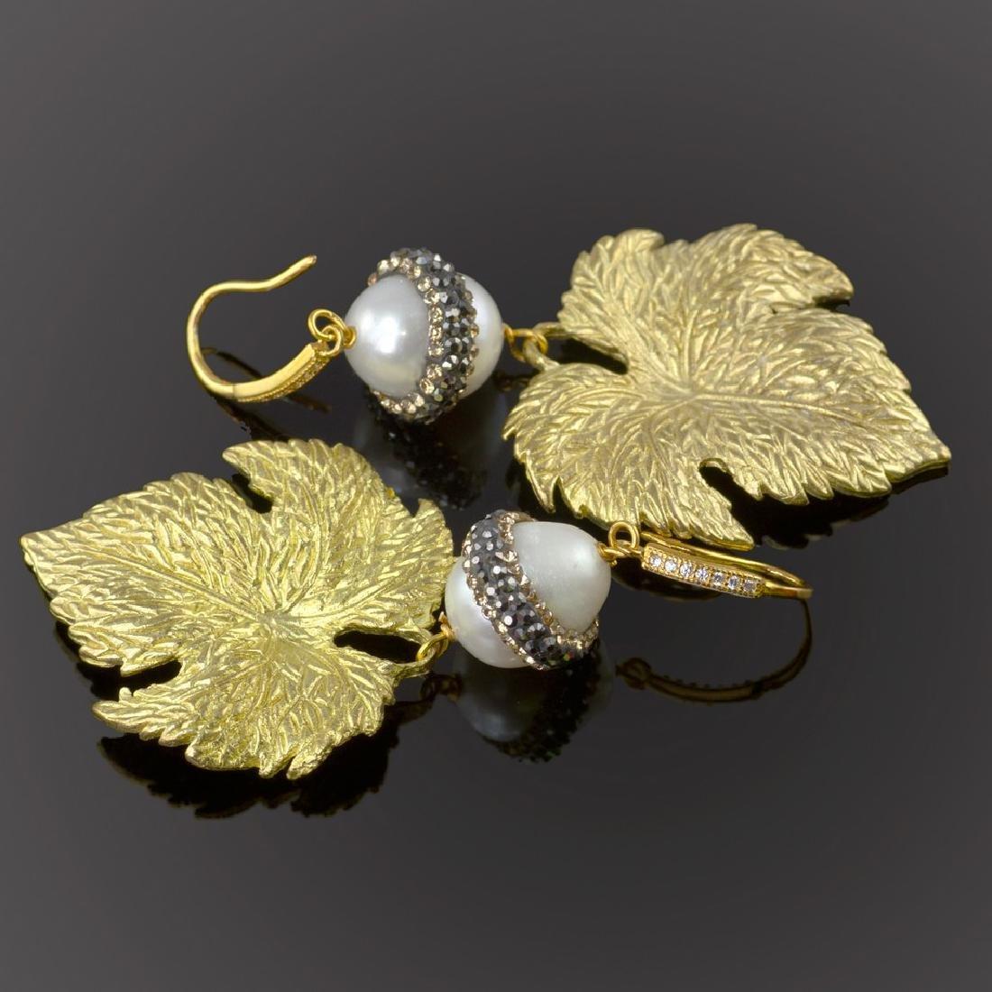 Sparkling Pearl Leaf Earrings - 2