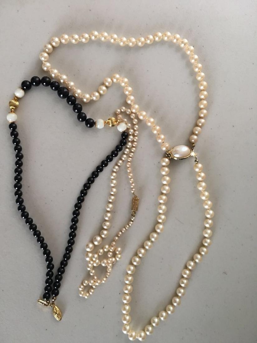 2 pearl necklaces (4)