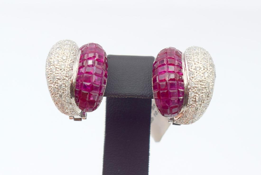18 carat white gold a pair of Earring with diamond and
