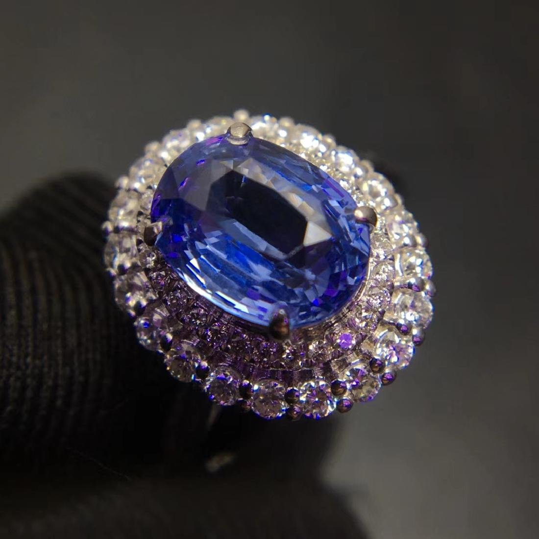 2.59ct Sapphire Ring in 18kt White Gold - 2